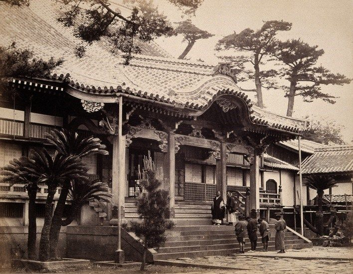 Nagasaki, Japan: the Daion-ji Temple photographed by Felice Beato, c.1868. The Wellcome Library, CC BY