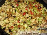 Фото приготовления рецепта: Баклажанное рагу с лесными грибами http://www.russianfood.com/recipes/recipe.php?rid=124320