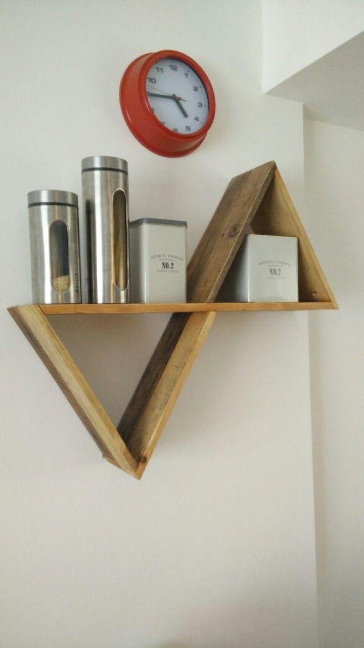 Repisas geometricas sustentables. Elaboradas 100% con madera recuperada.