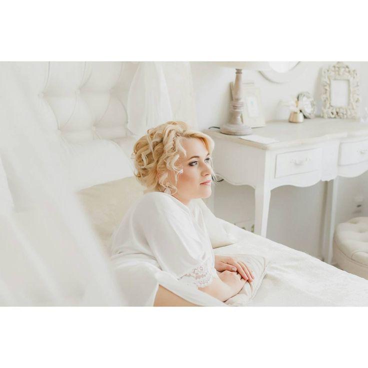 Очень уже Хочется делиться с Вами красотой и нежностью..Свежими летними фотографиями.. А на этом фото моя прекрасная Юлия! Летняя! Нежная! И Красивая! Очаровательная невеста уже такого далекого 2015 года��  Моя любимая съёмка того года! Вот так!�� @kruzhevostudio  #wed #mywed #wedding #свадьбавтомске  #bride #beautifulbride #prettybride #свадебноеплатье #детали #портрет #свадебноефото #красота #красиваяневеста #яневеста #свадебныедетали #красотавдеталях #photographer #love #семья #instatomsk…