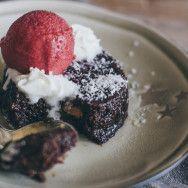 Il tortino al cioccolato con il cuore morbido è uno dei must degli anni '90. Si trovava un po' ovunque ma di fatto non è mai passato di moda, e secondo me il merito non è della ricetta ma della sua rapidità di esecuzione. Se poi si considera che se...