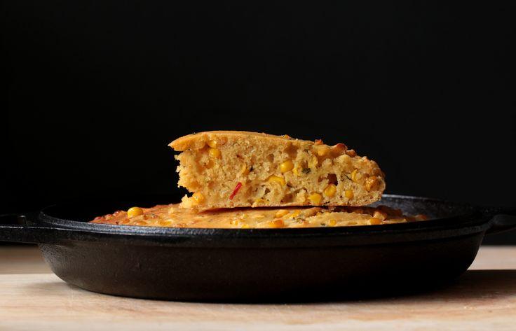 The English version of the skillet sourdough cornbread is beneath the Hungarian post. Ez a népszerű kukoricakenyér az USA-ban elterjedt …