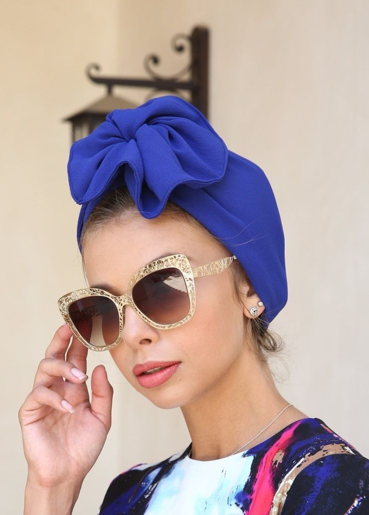 Great for evening-wear or special events. This turban is stretchy, light, and easy to wear! No tying involved. Can be worn as a full or half head covering; tuck your hair in or leave it out. MATERIAL: Spandex CARE: Hand wash and hang to dry