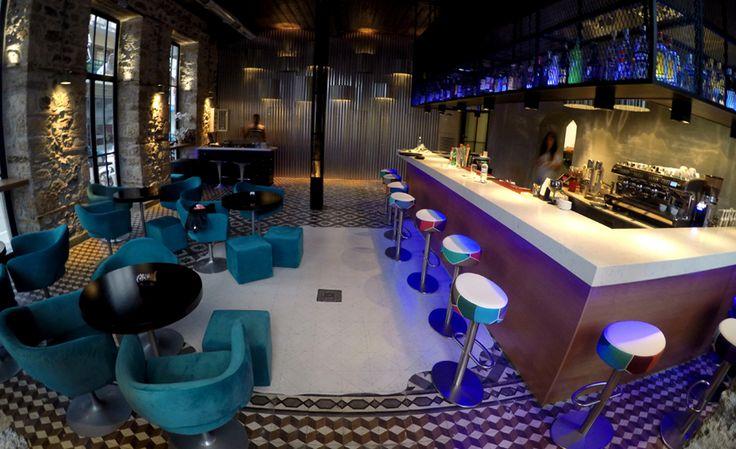 Διακόσμηση, κατασκευές και φωτισμός σε μπαρ. Δείτε περισσότερα έργα μας στο  http://www.artease.gr/interior-design/emporikoi-xoroi/