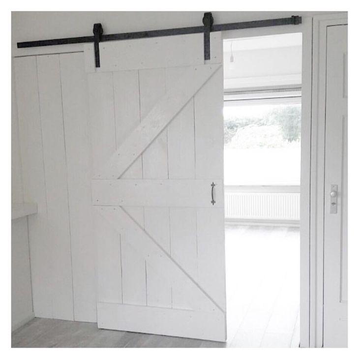Deze #loftdeur voor een collega gemaakt van #steigerhout Heel gaaf geworden! Zelf heeft ze hem wit geverfd met dekkende tuinbeits #echtvanhout www.echtvanhout.nl