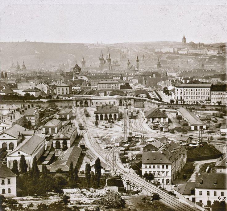 Snímek Prahy vyfotografovaný z Vítkova kolem roku 1875