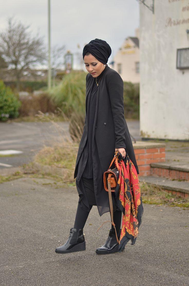 Dina Torkia   All black