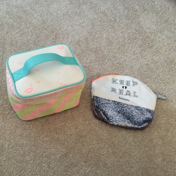 "Benefit Cosmetics Train case and Makeup Bag Benefit Cosmetics Train case and ""Keep it Real"" makeup bag . Both brand new never used . Each bag has one zip closure . Items are from a smoke/ pet free enviroment Benefit Makeup Brushes & Tools"