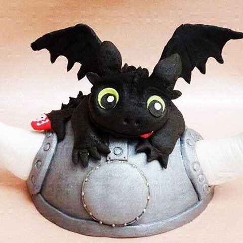Baby dragon cake topper! :) Fogatlan ehető torta dísz! #bubajsutigyar #toothlesscake #toothless #caketopper #cakesgram #cakedesign #fondantfigure #sugarpaste #sugarfigurine #sugarfigure #instacaketopper #instacake #instafondantcake #fondantart #cakeart #sugarart #fondantartist #birthdaycake #birtdaycakes #makeacake #cakecakecake #cakecake