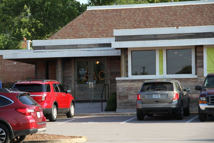 The Shack in Frontenac, MO - Breakfast & Lunch  FRONTENAC, MO/August 19, 2017 (STLRestaurant.News) The Shack in Frontenac dazzles the pallet with intriguing dishes spiced with humor. Plan on arriving a little early and before the stomach growli...