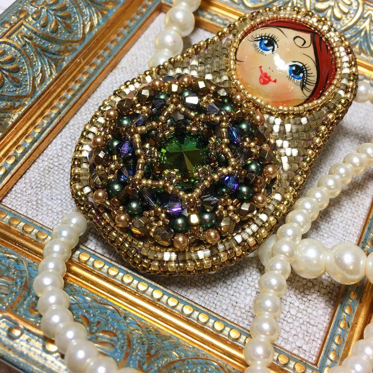 "Брошь Матрёшка ""Матрёна"" вышивка японским бисером, плетение, компоненты Swarovski."