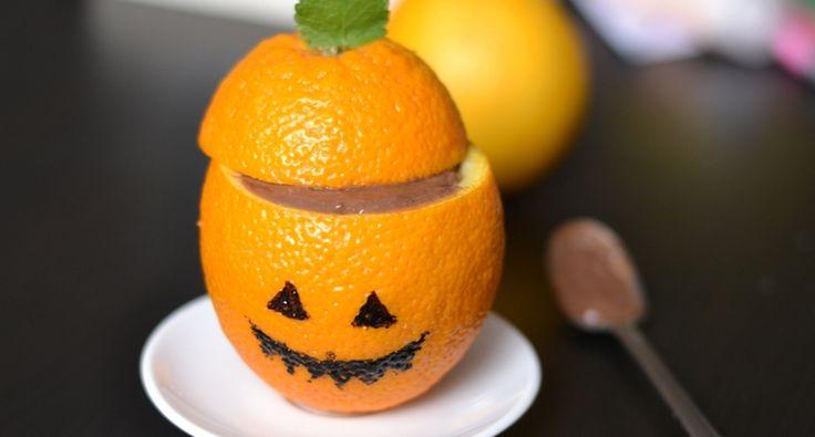 Halloween csokipuding recept: Csokipudingot is készíthetünk Halloween stílusban, méghozzá egyszerűen. Rémisztően finom! :D