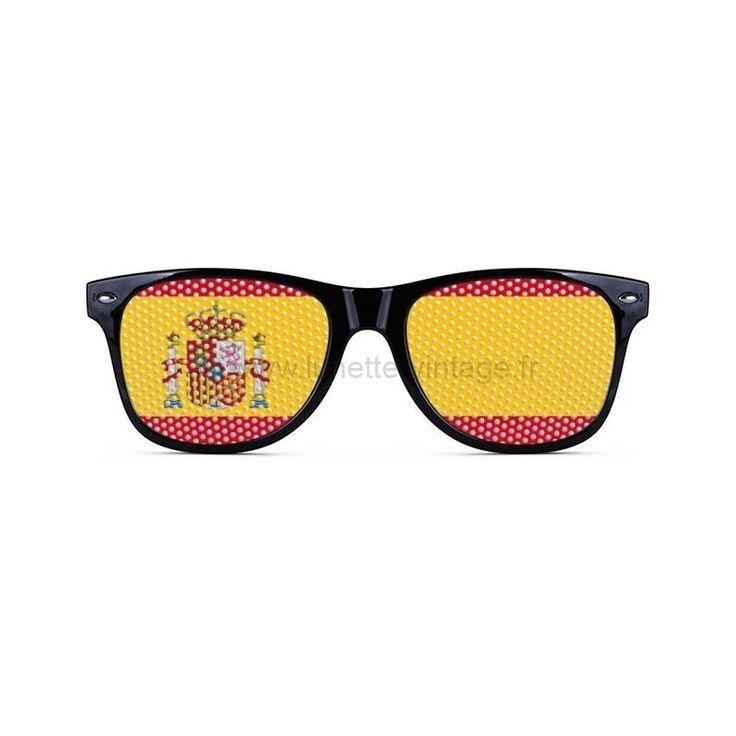 Vous êtes supporter de l'équipe d'Espagne? Alors supportez la comme il se doit en portant cette superbe paire de lunettes de soleil imprimée aux couleurs du drapeau Espagnol. Jusqu'ou ira la Roja pour cette coupe du monde ?? #flag #sunglasses #wordcup #coupedumonde #lunettes #spain #espagne