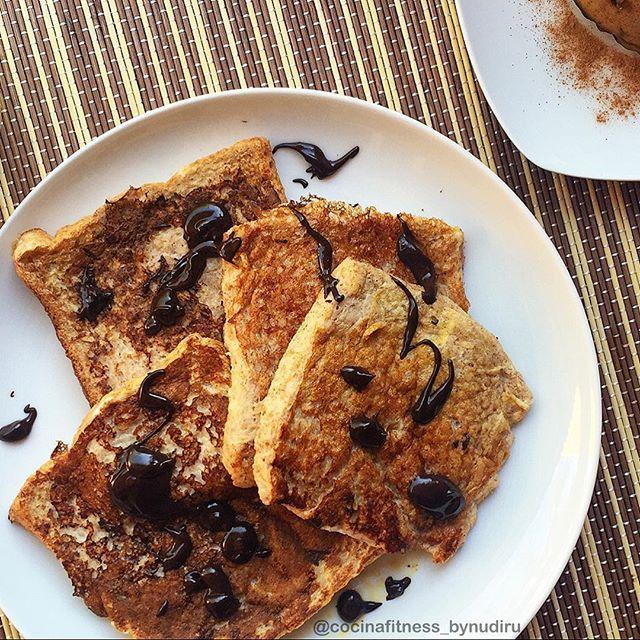 ¡Buenos días Noviembre! 🍂 Festivo equivale a tiempo y tiempo equivale a tostadas francesas 🍞😍 . .  Pilas 🔋cargadas 🔌 y marchando 🚗  al gym 💪🏽 🔸Tostadas francesas 🔸Flan de café 🔸Piña . FELIZ DÍA 🌰🍁 . #CocinaFitness #CocinaSaludable #CocinaFitnessByNudiru #InstaFit #InstaFood #Motivation #Gym #Diet #HealthyLife #HealthyFood #Fitness #bePMF #TeamLiFit #FrenchToast #TostadasFrancesas #TostadasFrancesasFit #FitFrenchToasts