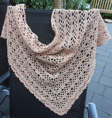 Sjaal voor de zomer gemaakt door Inge's Creaties met een prachtige garenmix van katoen en linnen. Het gratis patroon vind je via Freubelweb.