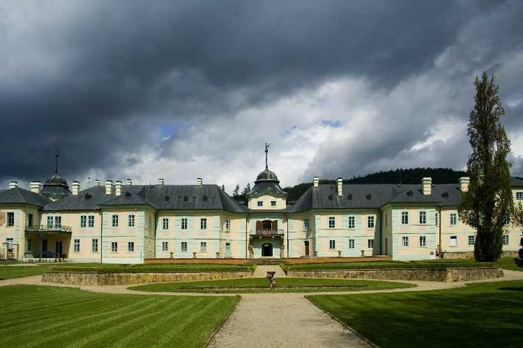 the baroque castle Manetin