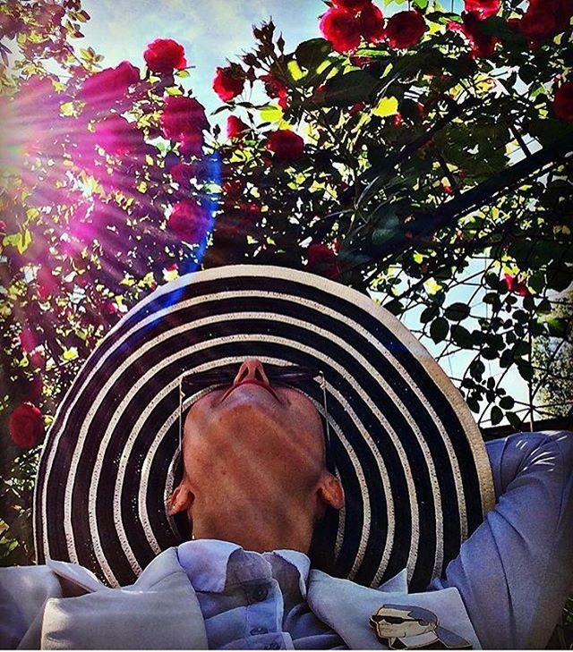 Девочки, привет ! Потеряли ? Я тут немножко отдыхала от социальных сетей ☺️  Вы просили и они снова в наличии броши #карллагерфельд #мерлинмонро #женщинакошка   Цена 400 руб  Оплата на карту Сбербанка  Доставка от 4 брошей по РФ бесплатно ❗️  .  .  #брошь #брошка #значок #значки #деревяннаяброшь #брошииздерева #мамадочка #familylook #lebrosh #деревянныезначки #броши #подарок #деревянныеброшки #леброшь #handmade #ручнаяработа