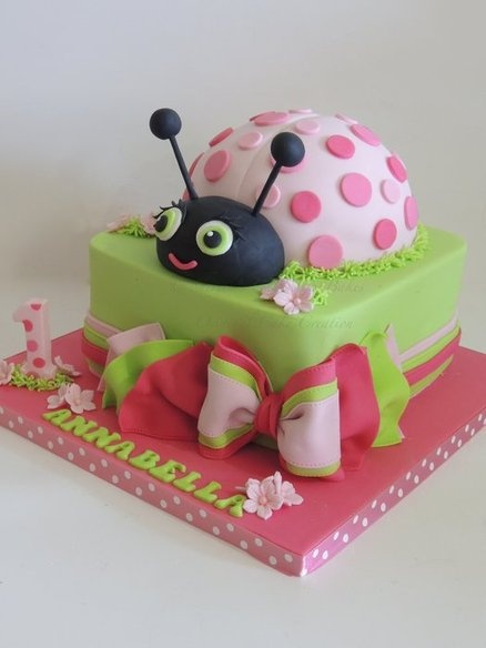 Lovely ladybird - by ShereensCakes @ CakesDecor.com - cake decorating website