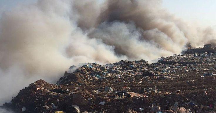 """Bandırma'da çöp depolama alanı bir kez daha yandı """"Bandırma'da çöp depolama alanı bir kez daha yandı""""  https://yoogbe.com/guncel-haberler/bandirmada-cop-depolama-alani-bir-kez-daha-yandi/"""