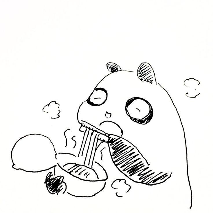 【一日一大熊猫】2016.11.25 寒くなると、お昼はラーメンにしたくなるね。 セブンイレブンの「すみれ」が大好物。 寒くなるとっていうか、年中食べてるなぁ。 #パンダ