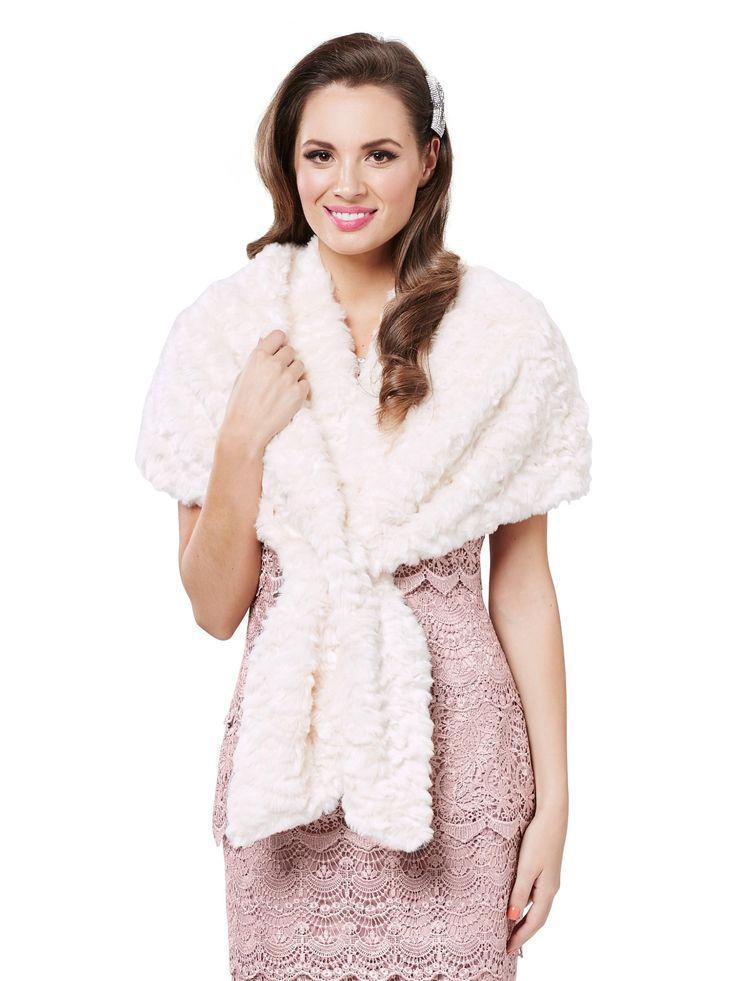 Fur stole in marshmallow
