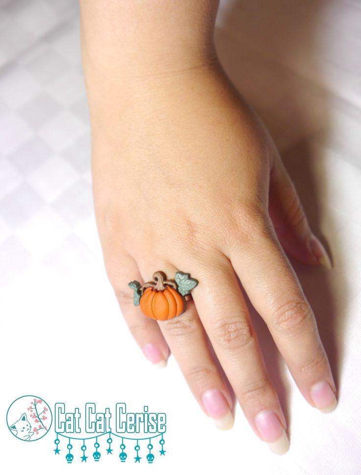 No es necesario que sea Halloween para usar una calabaza. #handmade #ring #anillo #calabaza #pumpkin #halloween #bruja #witch