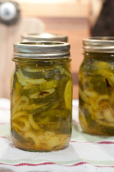 Sugar-Free Bread and Butter Pickles from @Lana Stuart | Never Enough Thyme http://www.lanascooking.com/2013/07/05/sugar-free-bread-and-butter-pickles/
