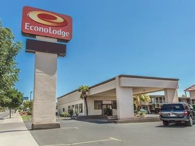 St. George (UT) Econo Lodge Saint George Hotel United States, North America The 2-star Econo Lodge Saint George Hotel offers comfort and convenience whether you're on business or holiday in St. George (UT). The hotel has everything you need for a comfortable stay. Service-minded staff will welcome and guide you at the Econo Lodge Saint George Hotel. Each guestroom is elegantly furnished and equipped with handy amenities. The hotel offers various recreational opportunities. Con...