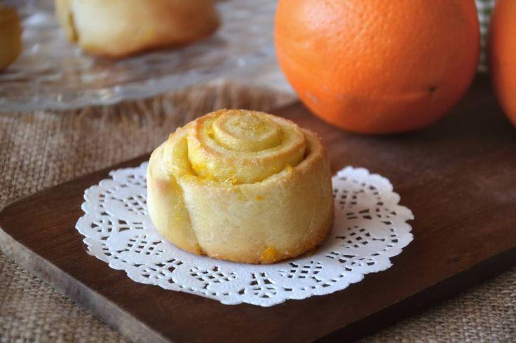 Gli arancini di Carnevale sono dei tipici dolci marchigiani da preparare, appunto, del periodo carnevalesco. La ricetta prevede un impasto a base di farina, uova, zucchero e