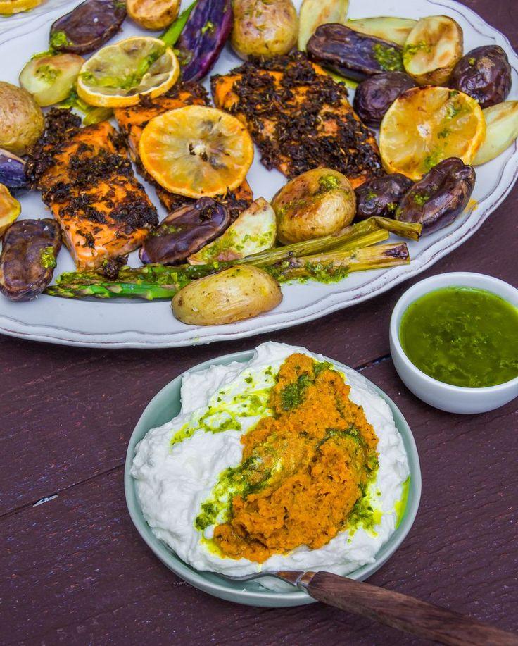 Citronbakad lax med feta- och morotspesto och basilikachimichurri