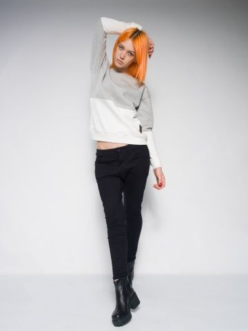 Female creamy sweatshirt. Made from cotton. Manufactured in Poland. Streetstyle