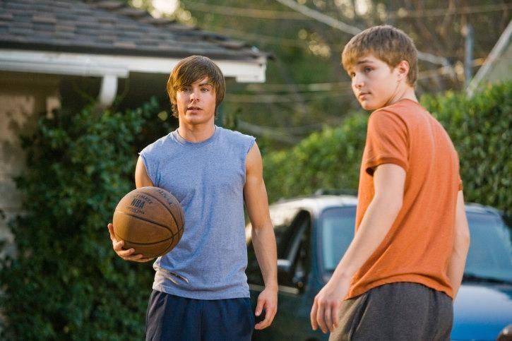 Still of Zac Efron and Sterling Knight in 17 Again (2009) http://www.movpins.com/dHQwOTc0NjYx/17-again-(2009)/still-2157808384