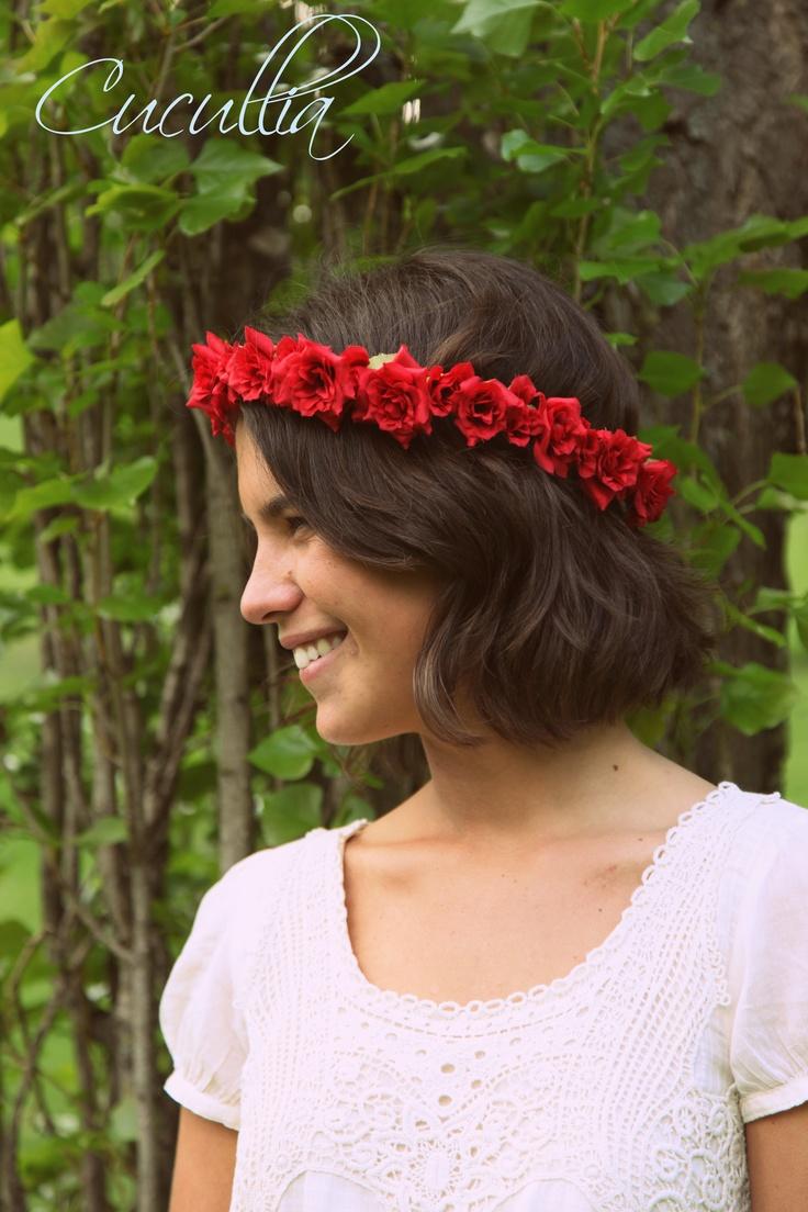 Rosas rojas de pitiminí.Corona flores, corona de flores para