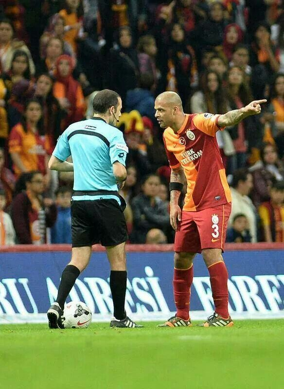 Refree and Felipe Melo