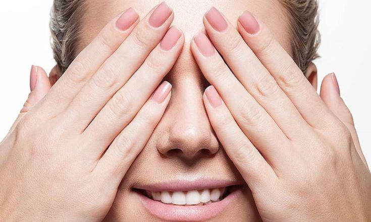 Prøv med plejende olier og et mineraltilskud, hvis du vil have smukke negle på både hænder og fødder