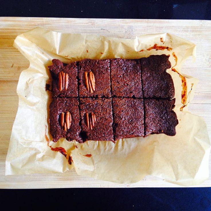 Juice pulp brownies! Brownies gemaakt met juice pulp (wortelpulp die je overhoudt na het slowjuicen). Superlekker! Suikervrij, glutenvrij, paleo.