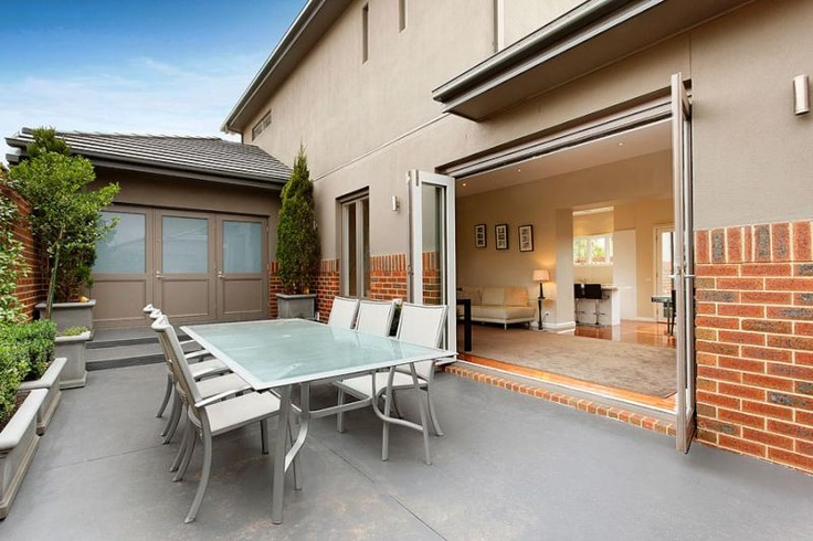 Concrete paved courtyard - Aberfeldie, Victoria Australia