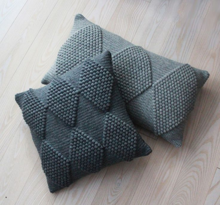 Crochet pillow/cushions with geometric pattern made with bobble stitch (no pattern) from lutteridyl.dk #crochet #contemporarycrochet