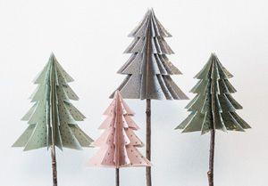 DIY video: Fold dine egne dekorative juletræer i papir. Se med og lær, hvordan De nemt kan folde hjemmelavede DIY juletræer til hjemmet.