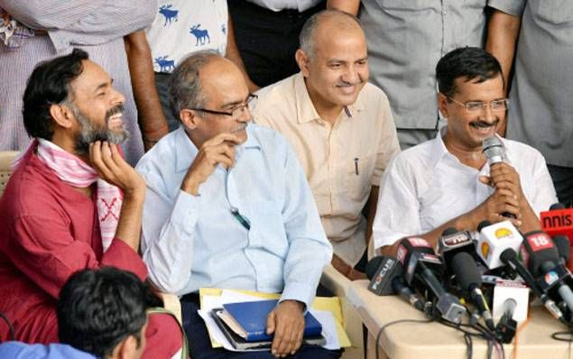 Prashant Bhushan attacks Arvind Kejriwal, says Aam Aadmi Party has become one person-centric party #BroomWar