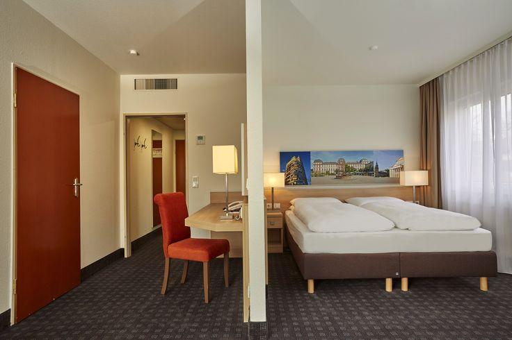 Dies ist eine der Suiten im H+ Hotel Darmstadt - auf 42 m²