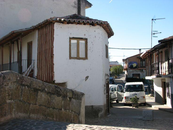 Arquitectura tradicional junto al puente de la garganta buitrera.