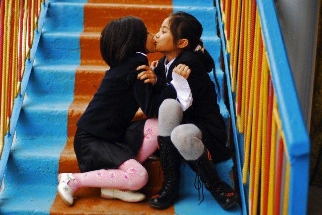 Stairs Kiss @ www.wikilove.com/Stairs_Kiss