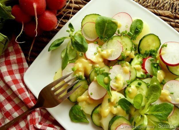 Sałatka z młodych ziemniaków.