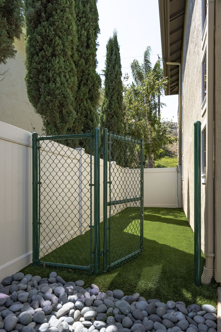 Did you know EasyTurf with its revolutionary drainage capabilities, along with its realistic look and feel, make it the number one choice for pet owners?   l dog run l pets l fake grass l save water l
