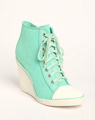 Sooooo beautiful !!!!!!!!! Amo le scarpe alte ❤️❤️❤️❤️
