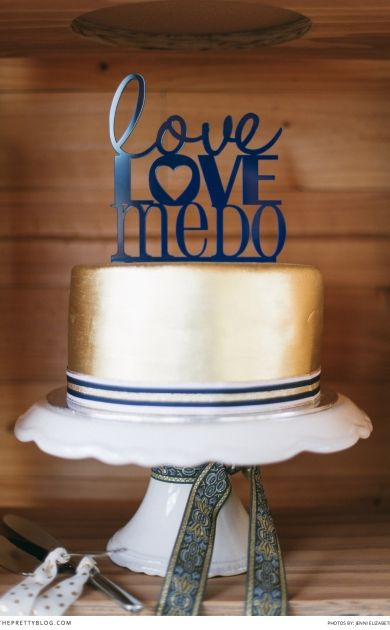 Love, love, me do | Unique cake topper idea! Photographer: @jennielizabeth2  | Cake Toppers: @somedaysoonwed  | Cake: Sweet Cakes