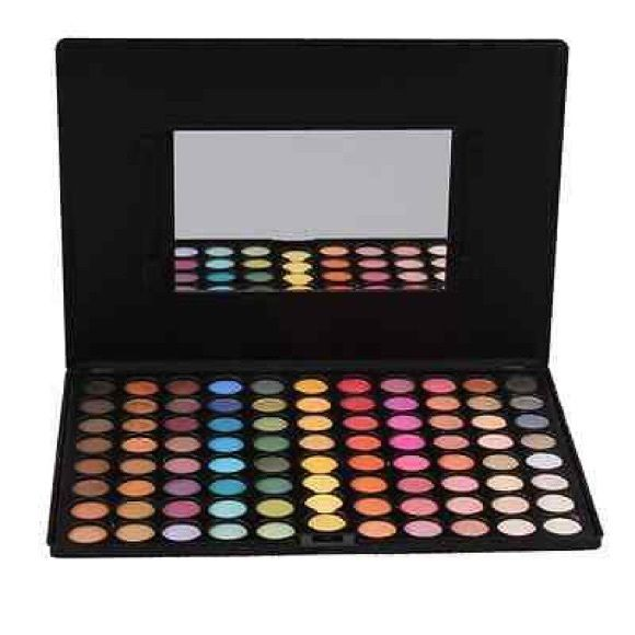 Large 2015 Hot Kit buy 2/Get 20% Off A good eyeshadow palette is an essential 4 ur makeup eyeshadow palettte offers IT ALL long-lasting makeup w/out stimulating ur skin. It is perfect 4 professional 1. The pearlescent eyeshadow  2. Wonderful 88 color palettes Eyeshadows  3.HIGH QUALITY 4. High quality ingredients last for all day long! 5. Perfect for both Professional 6.  Feel light&soft 7. Very pigmented and vibrant, palettes includes matte and Shimmering. a'gaci Makeup Eyeshadow
