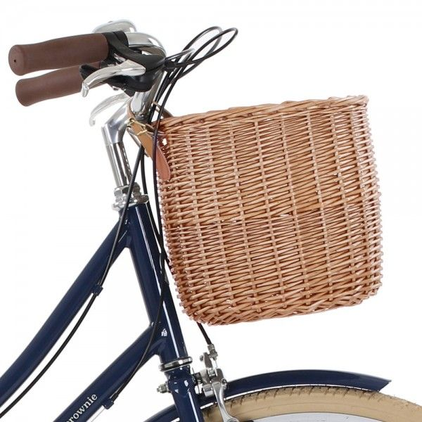 This Bobbin bicycle basket is perfect for picnic rides