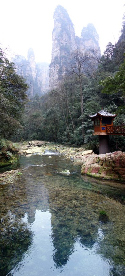 Visiting Zhangjiajie (The Avatar Mountains) – How to visit this wonderful, awe inspiring but confusing place, best routes around Zhangjiajie, how to spend 4 days, how many days do I need in Zhangjiajie, best view points in Zhangjiajie, national forest park, Wulingyuan, where should I stay to visit Zhangjiajie, how to get to Zhangjiajie, monkeys, attack, tourist, tourism, avatar, mountains, Changsha, plan, map, where to stay, village, 张家界 ,武陵源,  Zhangjiajie China, Zhangjiajie National Forest…